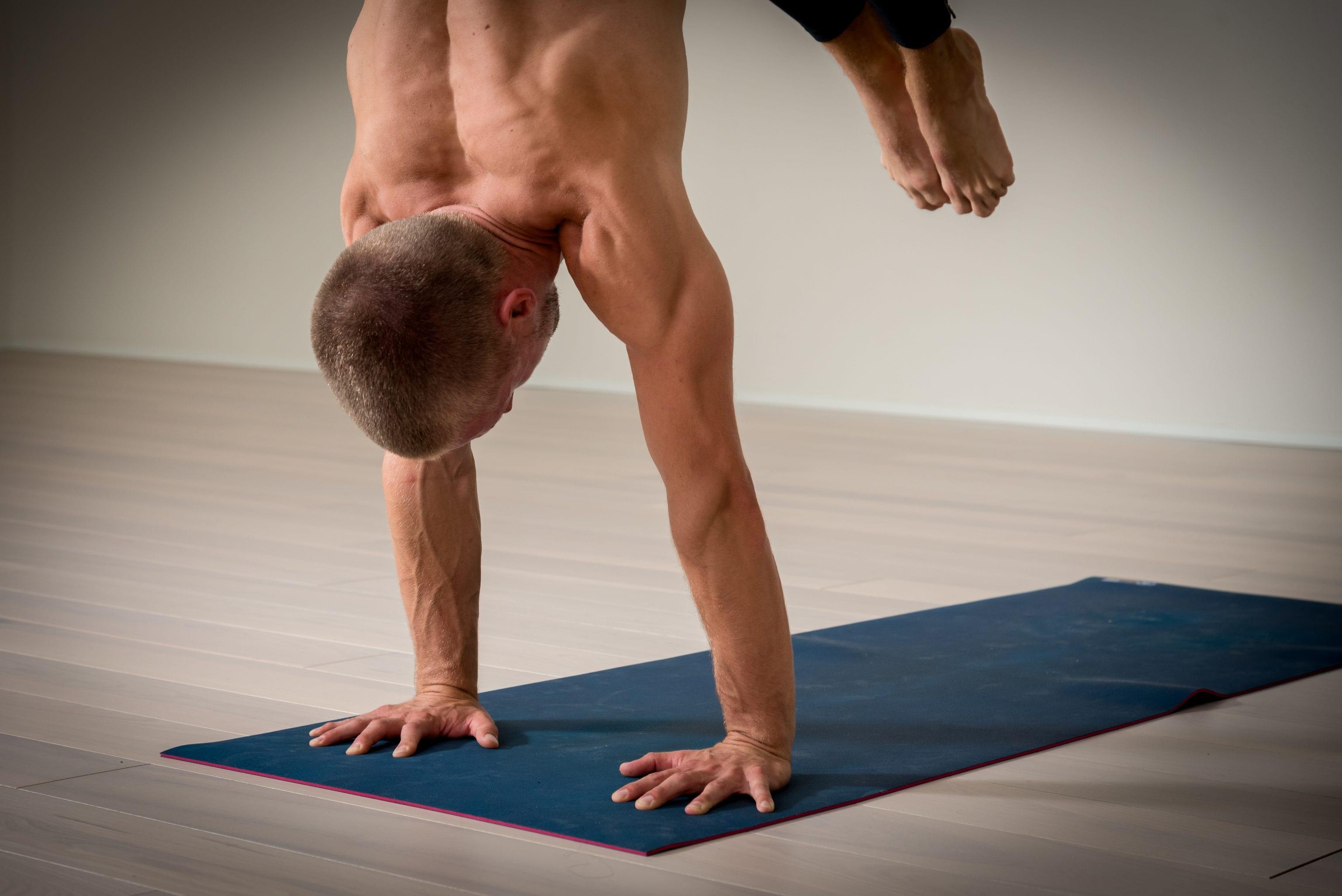 Mysore Yoga CPH - handstand - Henrik Martinsen - yoga - Ashtanga - Astanga - Copenhagen - København - Frederiksberg